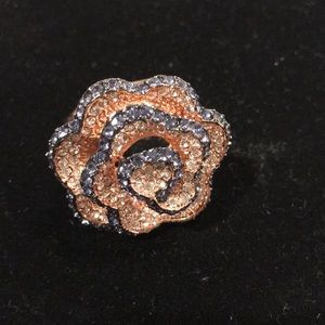 Ring -large flower park lane crystal size 9🙏🏻🌸